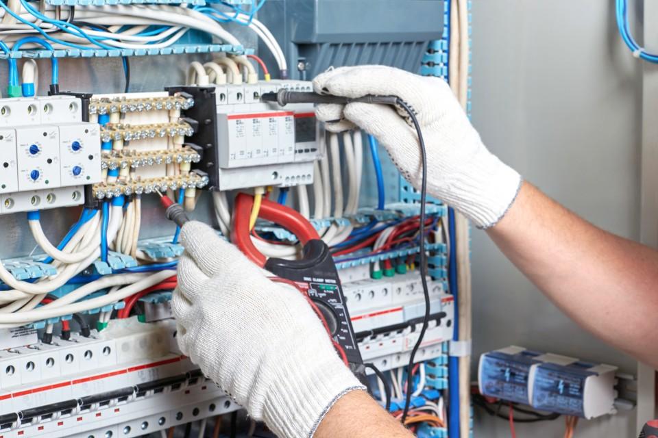 電気設備工事の雄飛電設 (2)