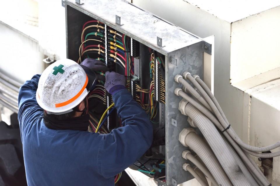 電気設備工事の雄飛電設 (10)